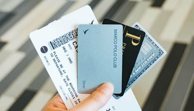 メンバーシップカードとフライトチケット